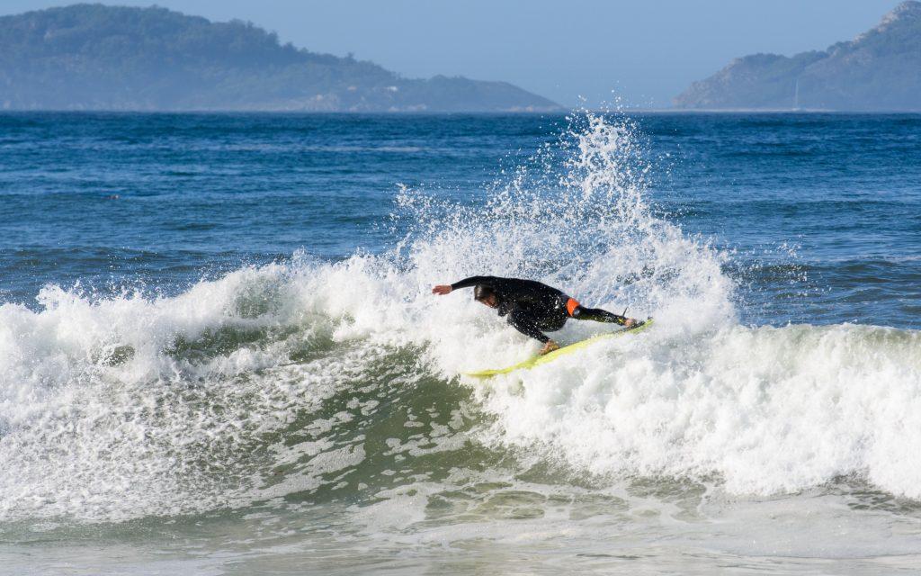 OLAS SURF VIGO GALICIA PATOS DEPORTES
