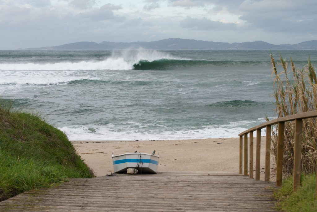 SURF GALICIA MAR OLAS DEPORTE NIGRAN